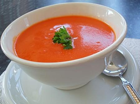 Sopa de tomate com manjericão   katia moawad