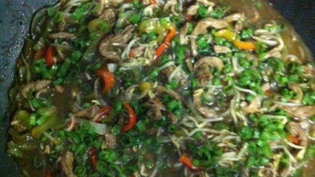 Carne Oriental com Broto de Feijão