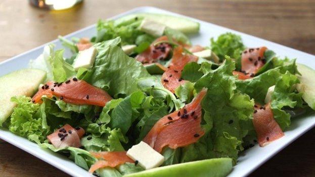 Salada com Salmão Defumado Macrobiótico