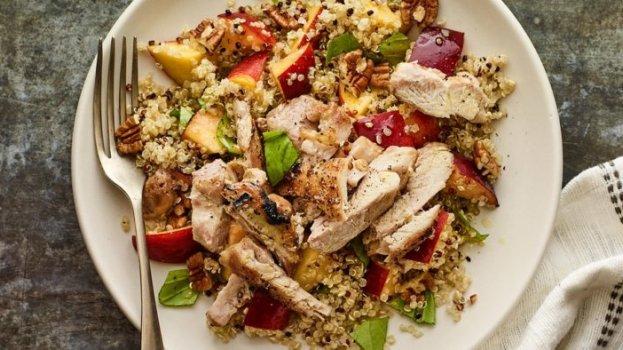 Salada Proteica com Peito de Peru e Quinoa