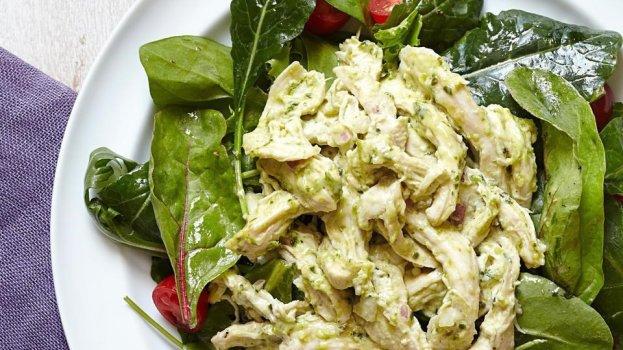 Salada Proteica de Frango ao Molho Pesto