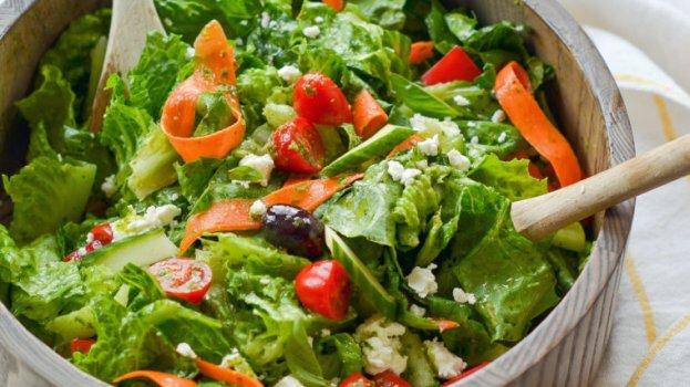 Salada Proteica Vegetariana e Molho de Mostarda e Mel