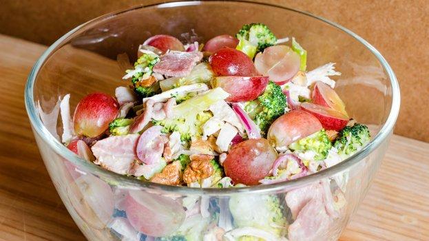 Salada de frango com queijo