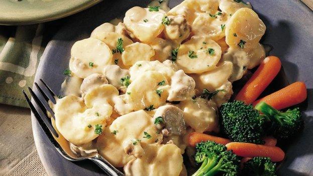Batatas com Carne Moída ao Molho de Strogonoff