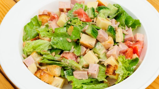 Salada de legumes com presunto