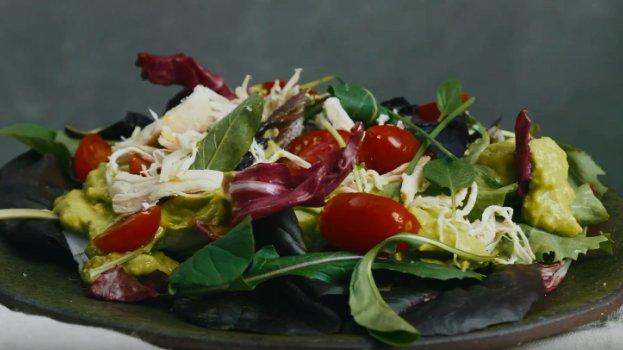 Salada Cremosa de Abacate com Frango
