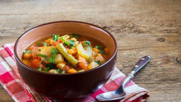 Sopa de Feijão com Batata e Macarrão