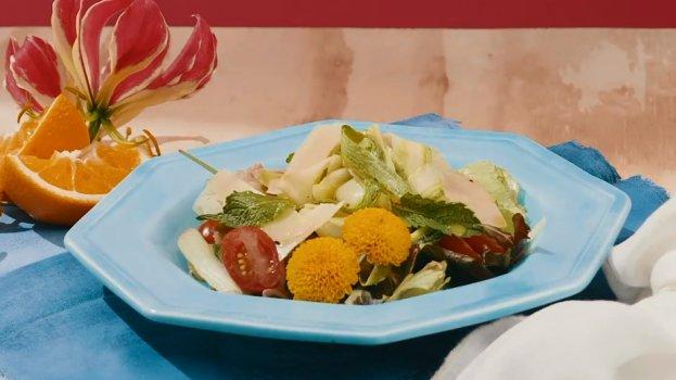 Salada Refrescante de Abobrinha, Tomatinho e Agrião