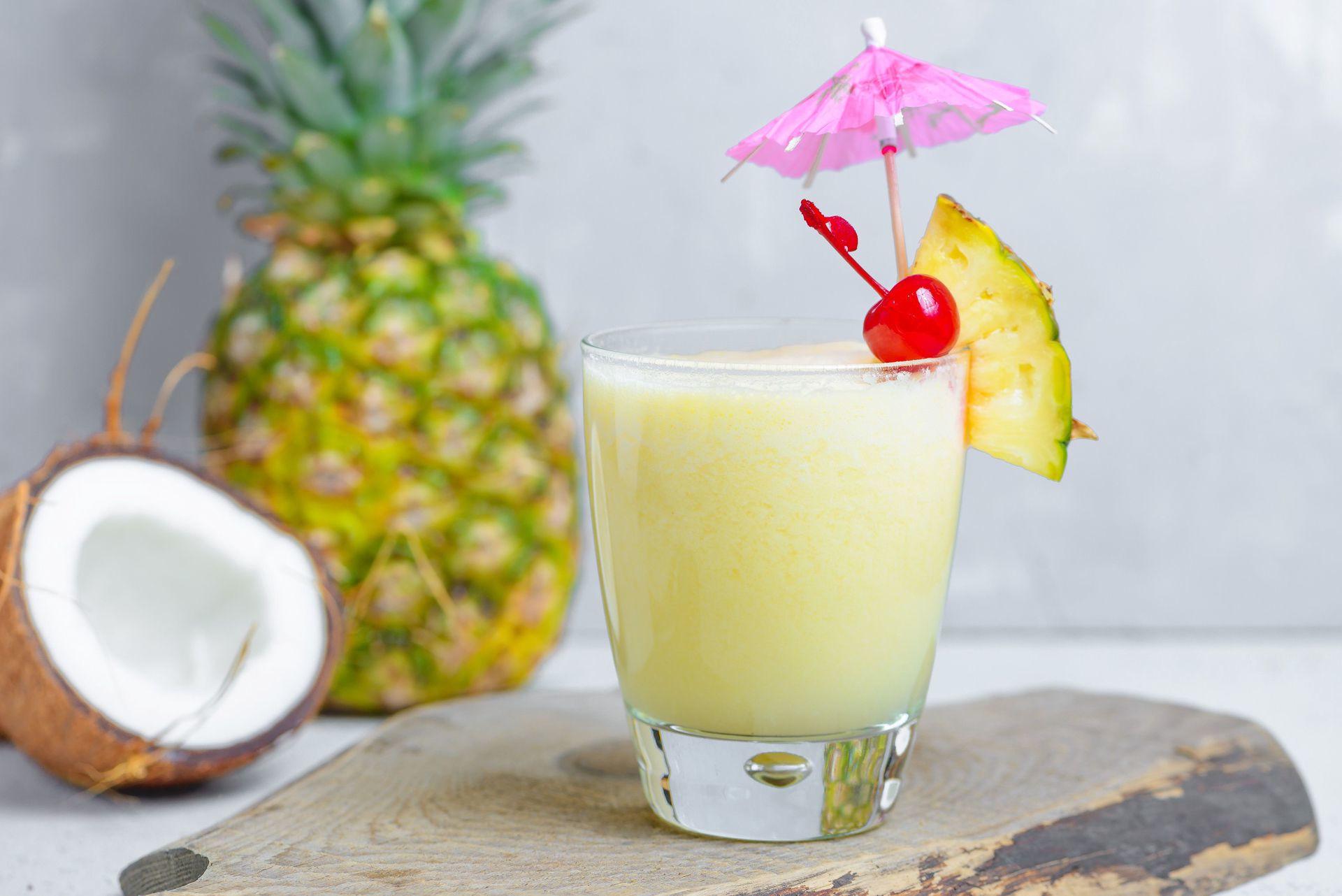 Piña Colada é o drink especial do mês de janeiro do Plaza Premium Lounge