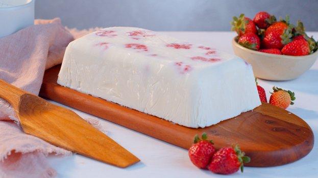 Torta de Sorvete de Iogurte Grego com Morango