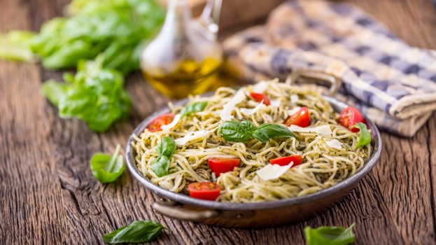 Espaguete de Pupunha com Tomate Cereja e Manjericão
