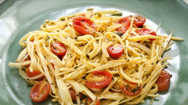Espaguete de Pupunha Alho e Óleo e Tomates Cereja