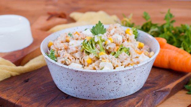 Salada de Macarrão Integral com Molho de Iogurte