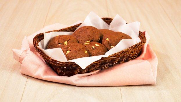 Cookies de Creme de Avelã com Chocolate Branco