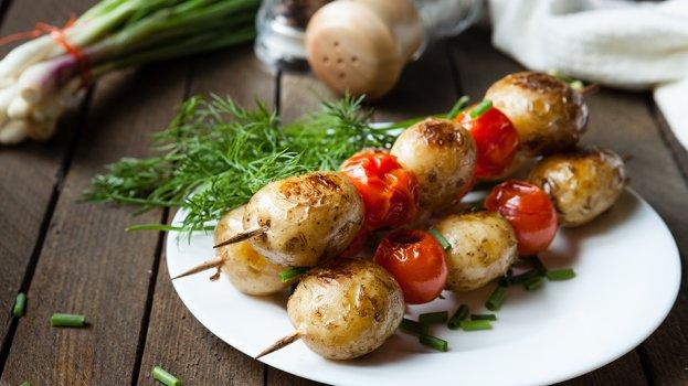 Espetinho de Batata Bolinha e Tomate