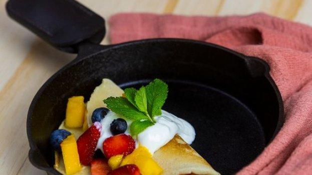 Crepe com Iogurte Grego Zero e Frutas Frescas