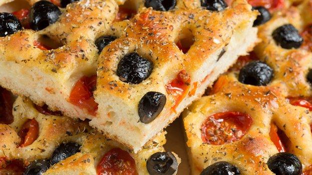 Focaccia com Tomate e Azeitonas