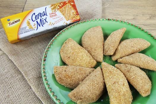 Pastel de Forno de Palmito com Biscoito Triunfo Cereal Mix Linhaça