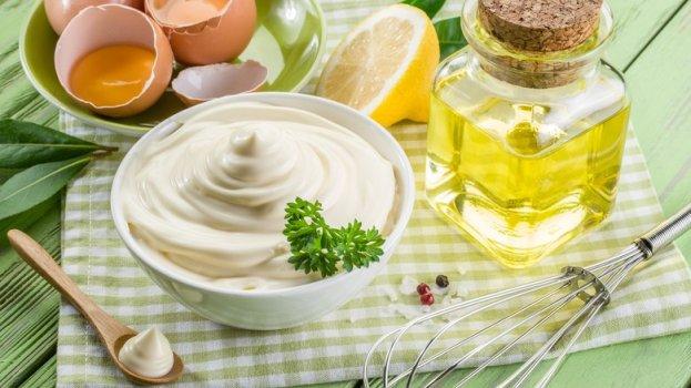 Molho feito com iogurte para salada de maionese