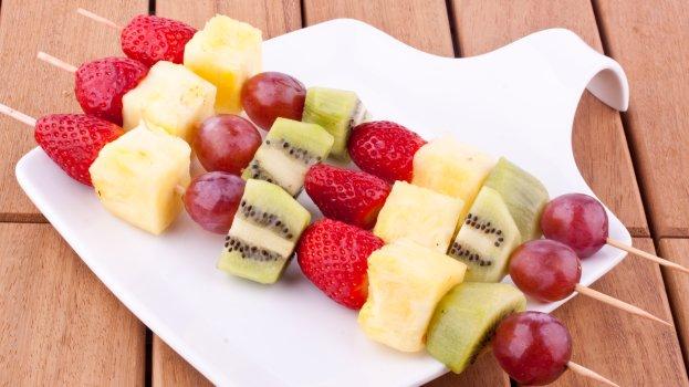 espetinhos de frutas/cybercook