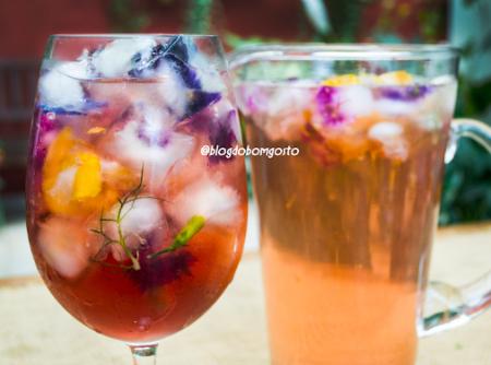 Chá de Hibisco com Gelo de Flores