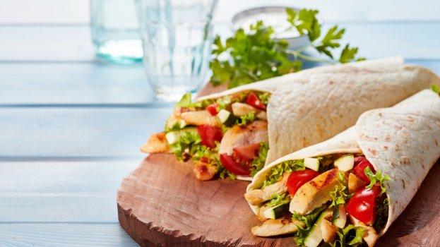 Wrap de Frango com Salada
