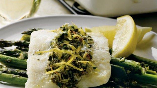 Bacalhau cítrico com aspargos