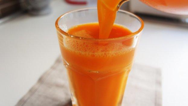 Suco de Laranja com Casca de Cenoura