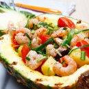 Salada de Camarão no Abacaxi