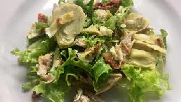 Salada de Alface, Escarola e Alcachofra com Molho de Laranja