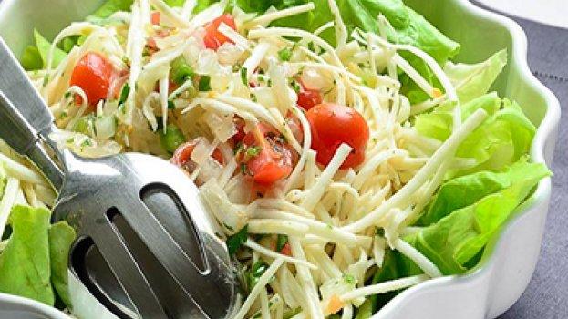 Salada de folhas de palmito