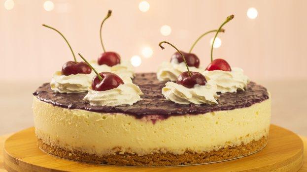 Cheesecake de Limão Siciliano com Cobertura de Frutas Vermelhas