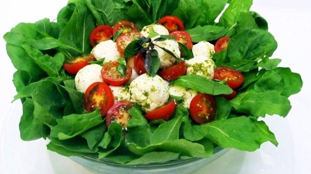 Salada de Folhas com Mussarela de Búfala