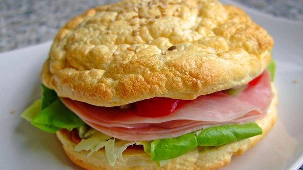 Sanduíche low carb americano