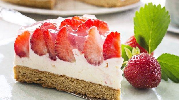 Torta Mousse de Morango e Leite Condensado