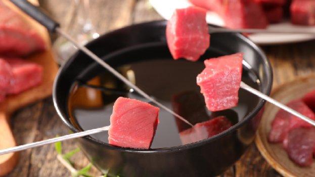 Fondue de Carne com 3 Molhos