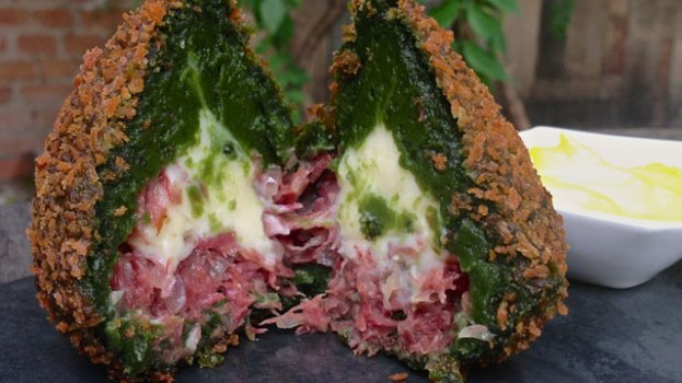 Coxinha de Taioba com Carne Seca do Manioca