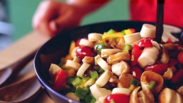 Salada de Palmito com Tomate Cereja e Pimentões