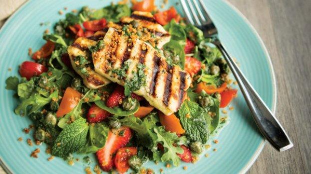 Salada Refrescante com Queijo Coalho