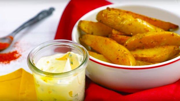 Batatas Bravas em Canoa com Maionese de Limão